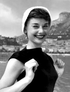 Audrey-Hepburn-audrey-hepburn-6395876-1280-1691